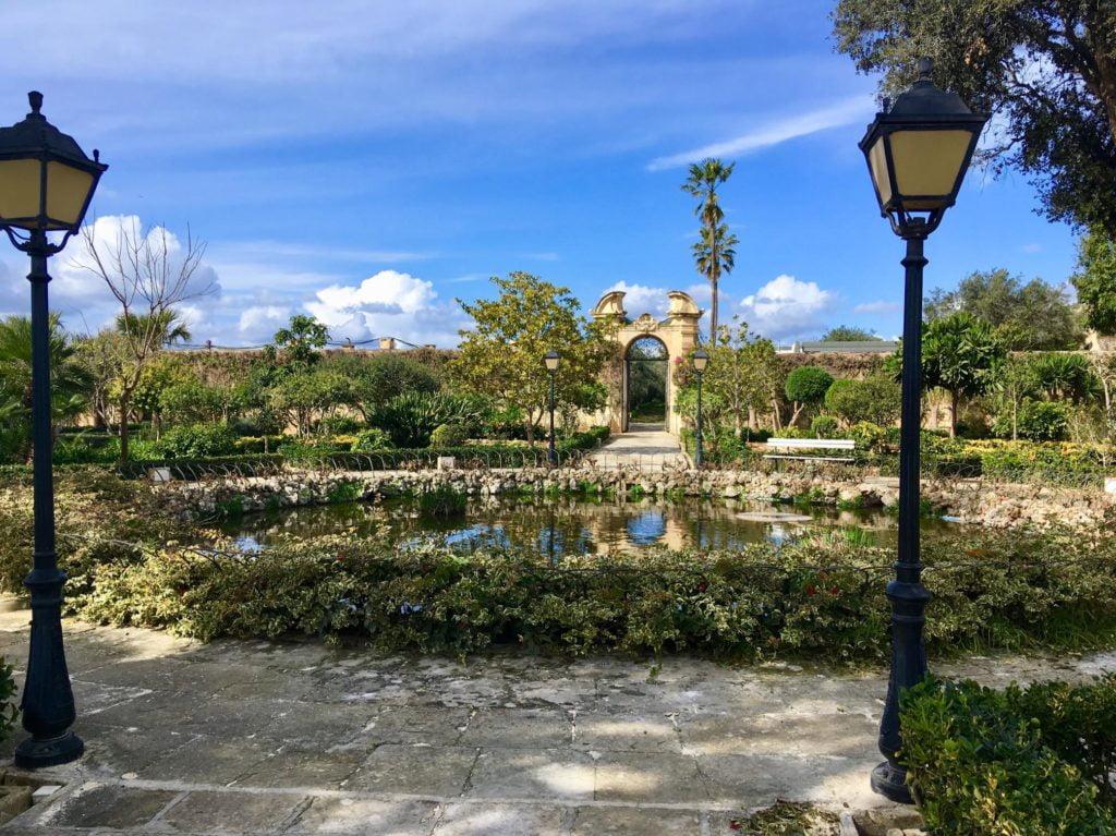 Pallazzo Parisio - stan ogrodu w lutym