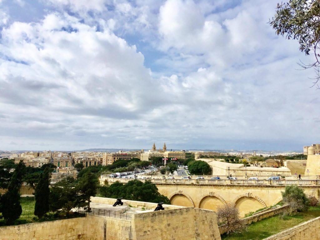 Widok z Górnych Ogrodów Barrakka usytuowanych w Vallettcie na Malcie